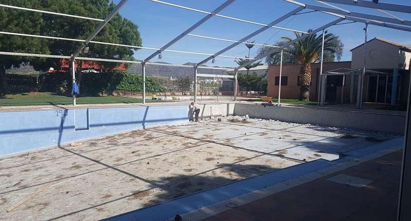 Obras en la piscina de Benifairó de les Valls. EPDA