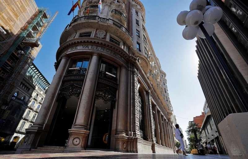 Imagen tomada este viernes de la sede social de Caixabank, situada en el edificio histórico del antiguo Banco de Valencia. EFE