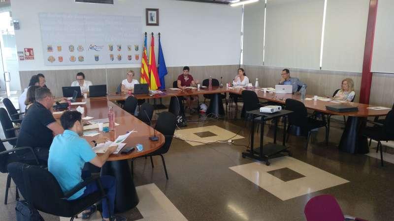 I Mesa de Comercio y Servicios celebrada ayer. / EPDA