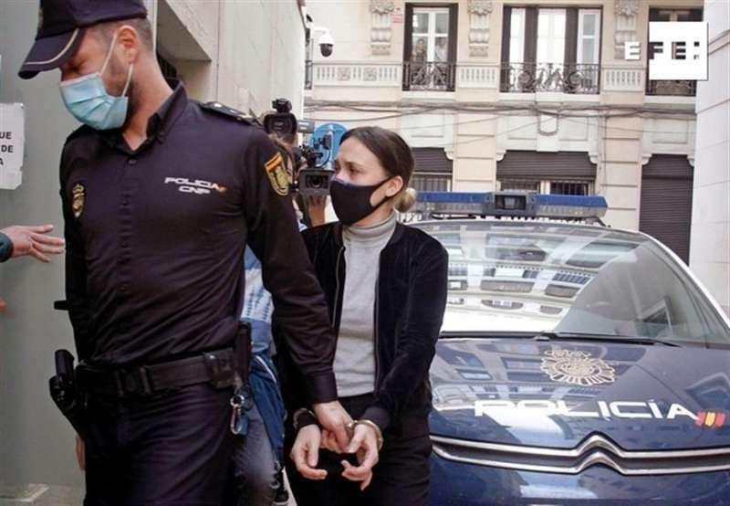 Alejandra G.P., la acusada del asesinato de Dominique, llega a la Audiencia Provincial. EFE