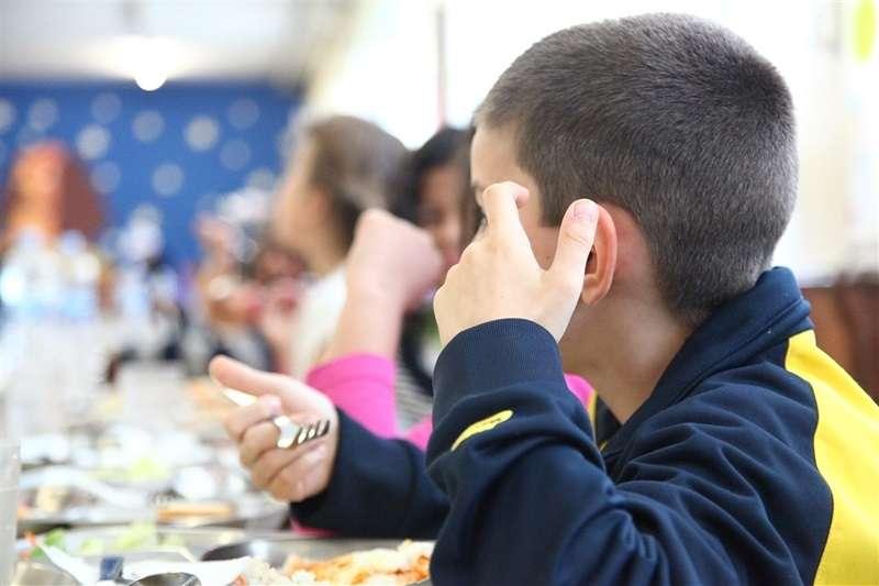 Niños durante una clase escolar. EPDA.