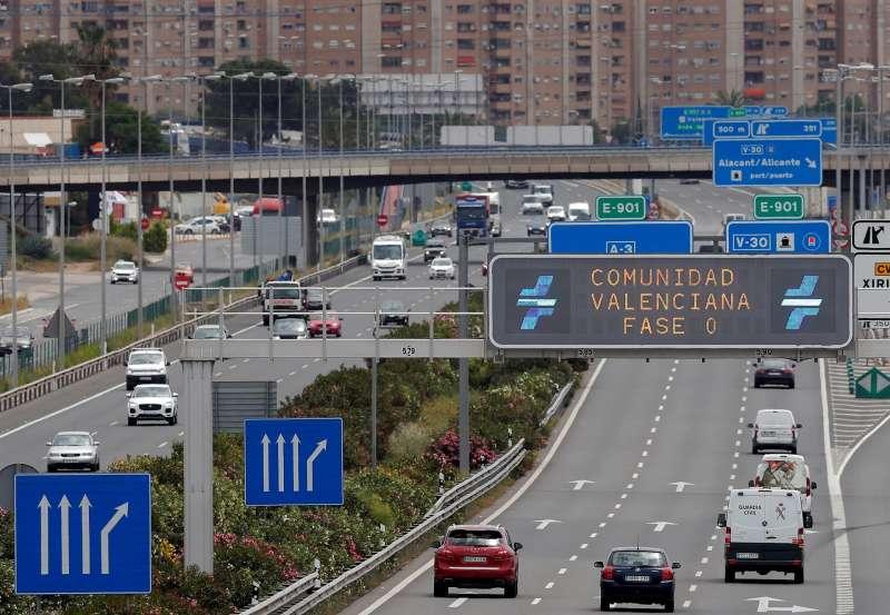 Vista general de la entrada a Valencia por la A-3.