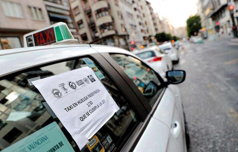 Taxis durante una protesta en València