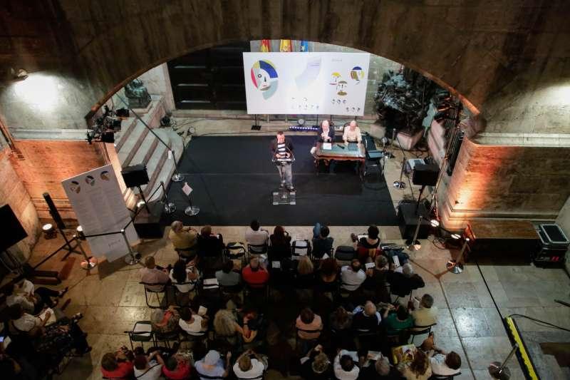 El Palau de la Generalitat acull el recital de poesia Versos al Palau