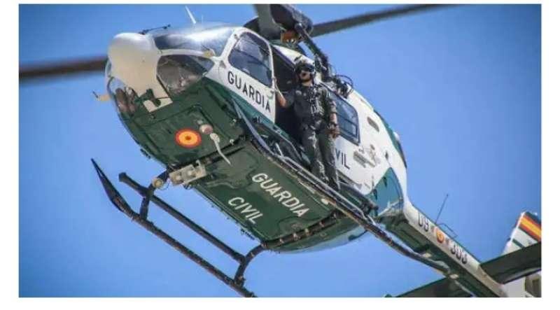 La Guardia Civil cuenta con un helicóptero para lograr capturarlo. / EPDA