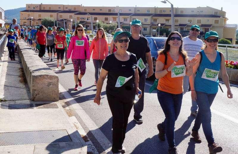 Participants de la marxa solidària contra el càncer a Estivella. EPDA
