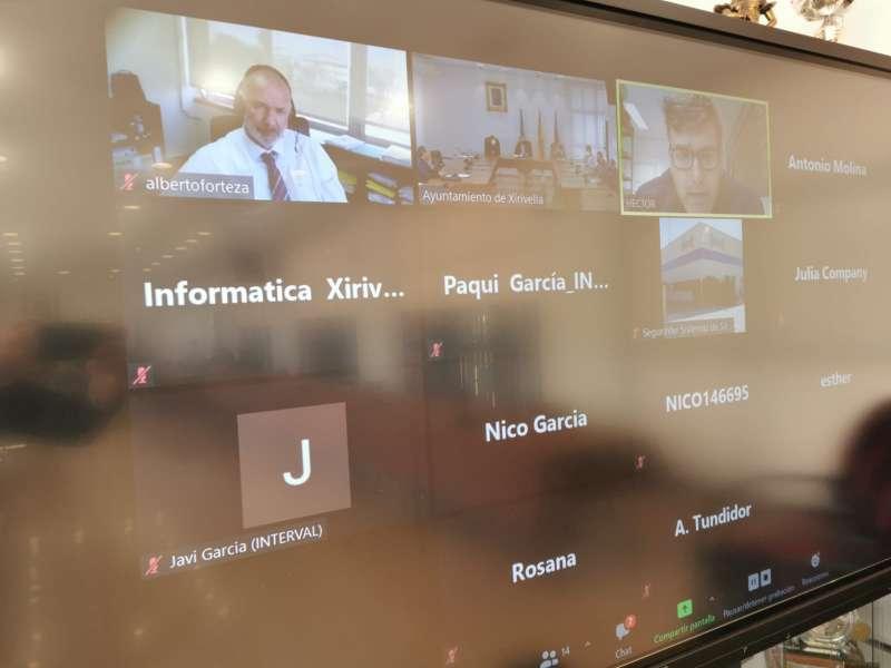 Los empresarios en la comunicación con el gobierno municipal de Xirivella. EPDA