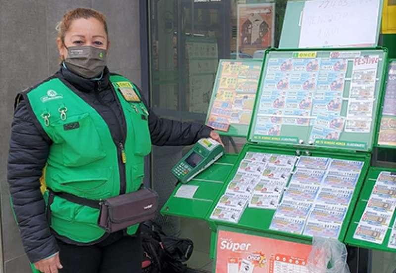 Imagen de la vendedora de la O.N.C.E que vendió el boleto en la web de la Organización.