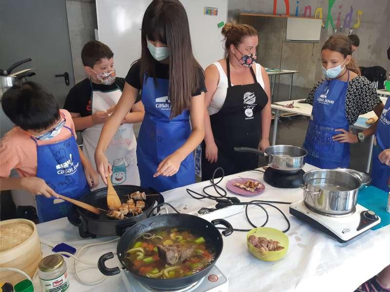 Activitat de cuina del Campus Jove. / EPDA