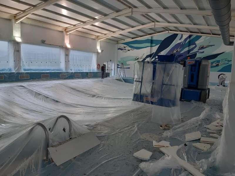 Interior de la piscina en obras