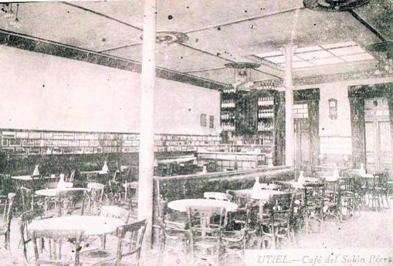 Café-Salón Pérez de Utiel.