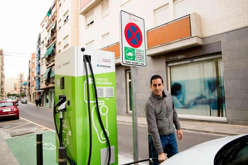 Imagen de los puntos de recarga para coches eléctricos. EPDA