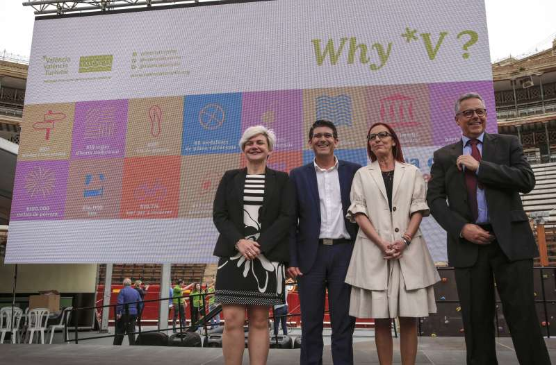 Inauguración de la Fira de Comarques en la Plaza de Toros de València. EPDA