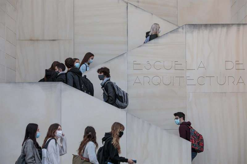 Universitarios del campus de Vera de la Universitat Politècnica de València. EFE/ Biel Aliño/Archivo