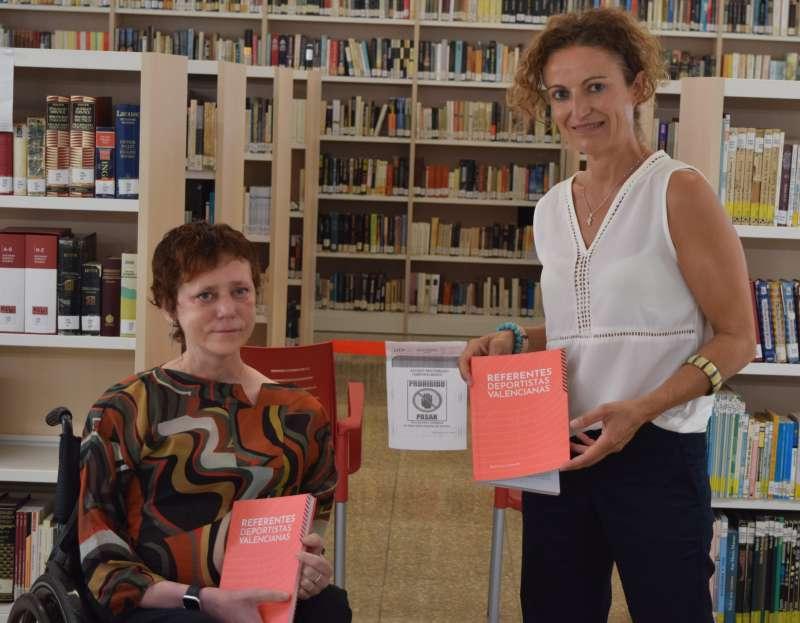 Les dos dones de Sedaví al llibre. EPDA