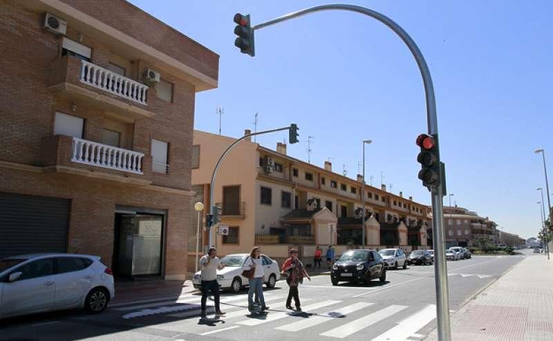 Nuevo semáforo en el centro educativo de Puçol.EPDA