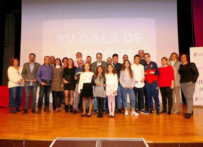 Foto de familia de la xv edición Gala del Deporte de Albal. EPDA