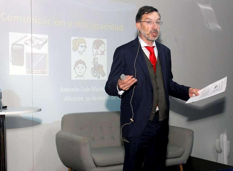 El director de la Cátedra de Discapacidad y Empleabilidad TEMPE-APSA de la UMH de Elche (UMH), Antonio Luís Martínez Pujalte. EFE