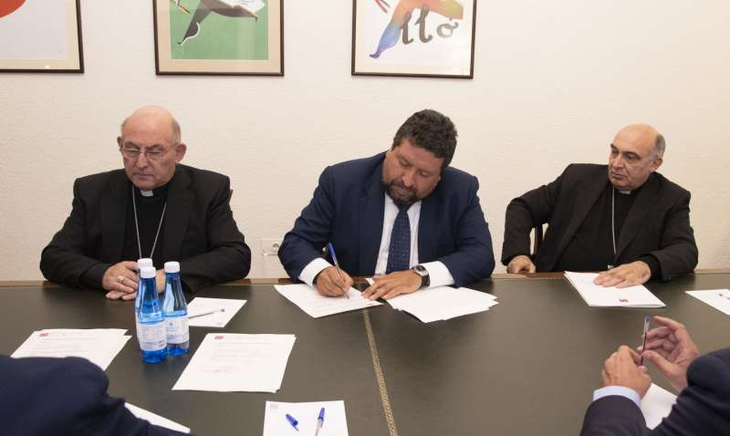 Moliner firma los convenios