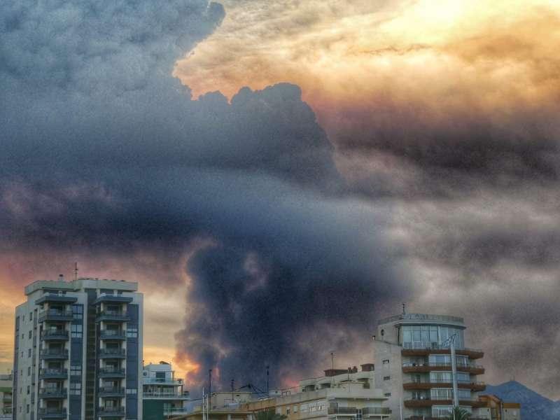 Incendio desde la playa de Gandia. EPDA