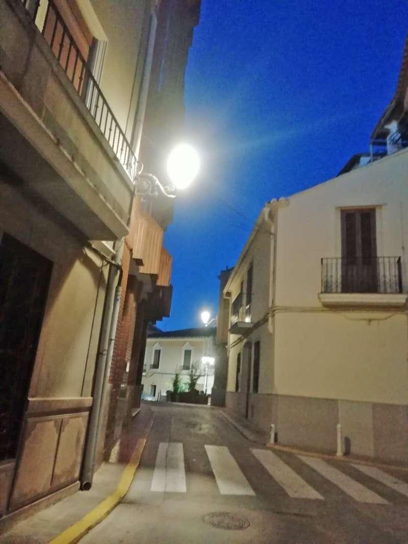 Calle de Benaguasil iluminada con farolas led. / EPDA