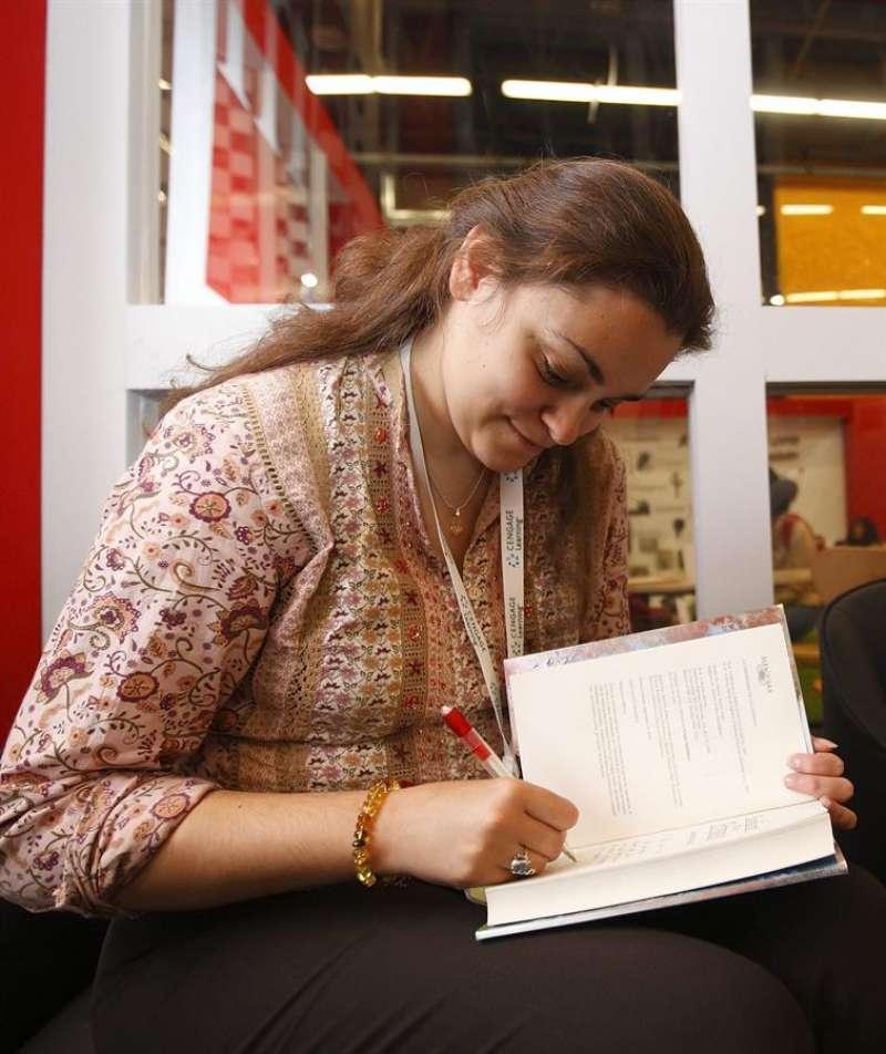 Imagen de archivo de la escritora valenciana Laura Gallego. EFE/José Méndez
