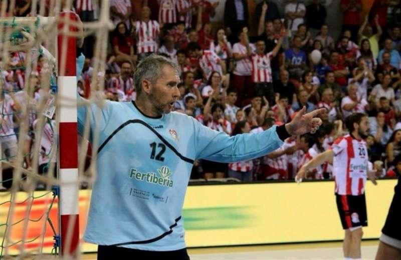 El guardameta y capitán del Fertiberia Puerto de Sagunto, David Bruixola, en una imagen del club de balonmano compartida por la Federación de Balonmano. EFE