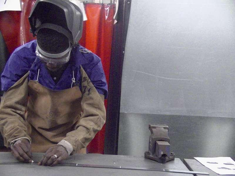 Trabajando en carpintería metálica. EPDA
