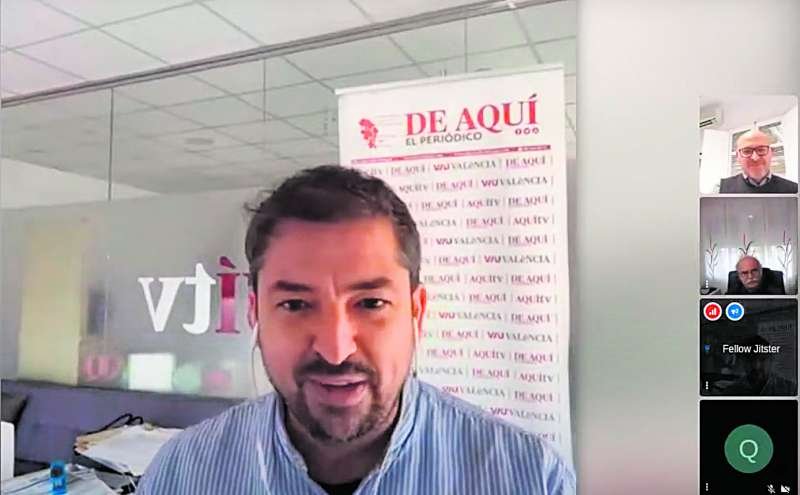 Pere Valenciano en la entrevista a los alcaldes emitida desde el canal Youtube de El Periódico de Aquí. / EPDA