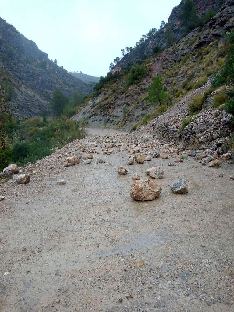 Calles recomienda no realizar la ruta de la Peña Cortada por el riesgo de desprendimientos. EPDA.