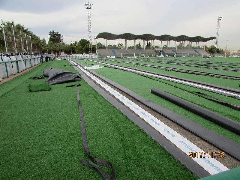 Renovación del césped del campo de fútbol de Massanassa. EPDA