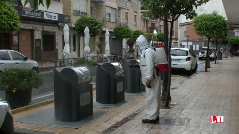Tareas de limpieza y desinfección en las calles de l