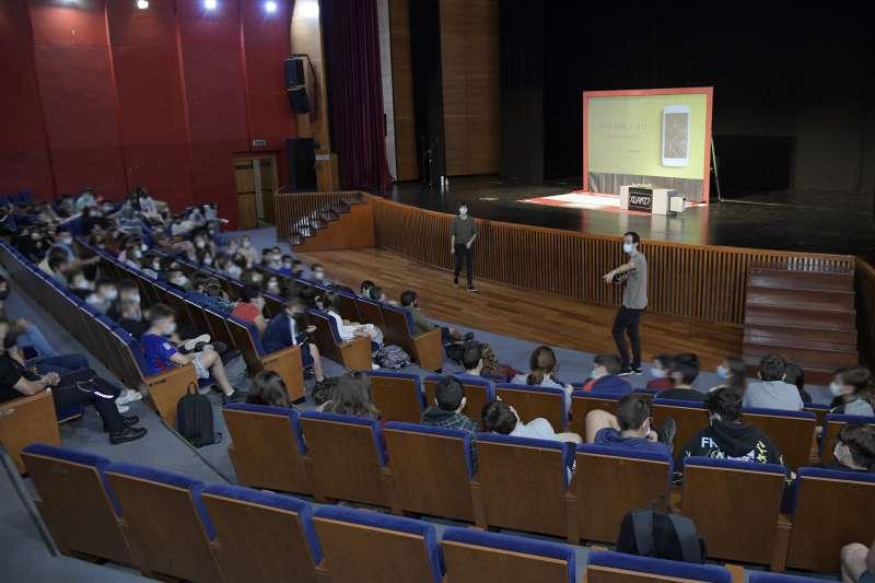 La UPCCA de Paiporta organitza un taller per a fer front al ciber-assetjament.