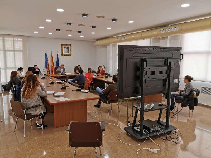 Reunión del equipo de Servicios Sociales y parte del equipo de gobierno. / EPDA