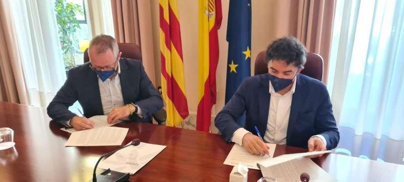 Firma de uno de los convenios hoy en Castellón