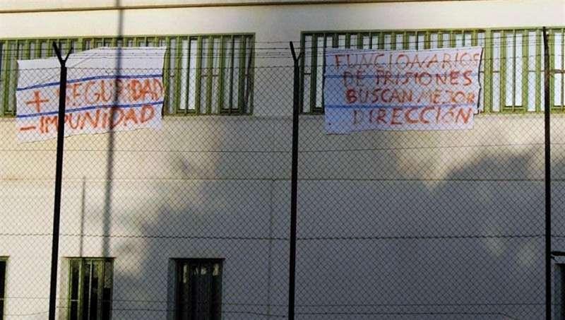 Protesta de representantes de varios de los sindicatos con representación en el centro penitenciario de Picassent.