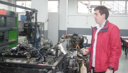 Emilio José Belencoso visitó los talleres de automoción, sonido, pintura, informática, fontanería y electricidad. FOTO: EPDA.