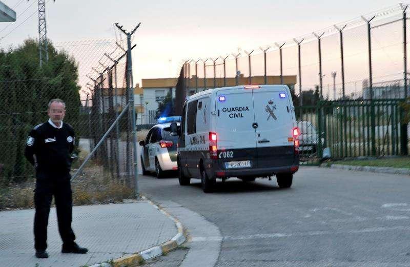 Entrada de furgones con presos a la prisión de Picassent. EFE/Archivo