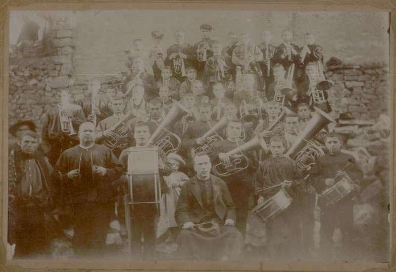 1906 Banda Música de Casinos en el corral de Juan Manuel en la C. San Miguel.