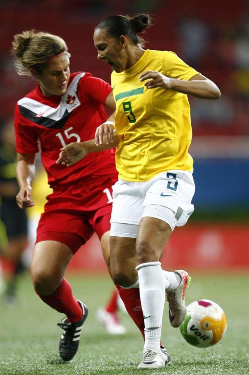 Shannon Woeller (izquierda) durante un partido. EFE/Mario Castillo/Archivo