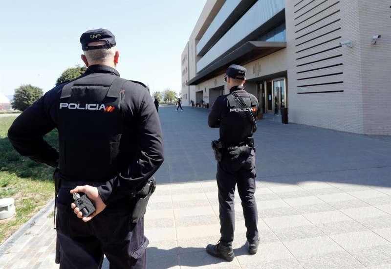 Varios agentes de la Policía Nacional en una operación. EFE