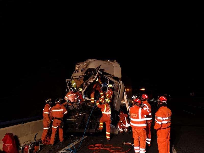Imagen del accidente facilitada por el consorcio provincial de bomberos de Valencia. EFE