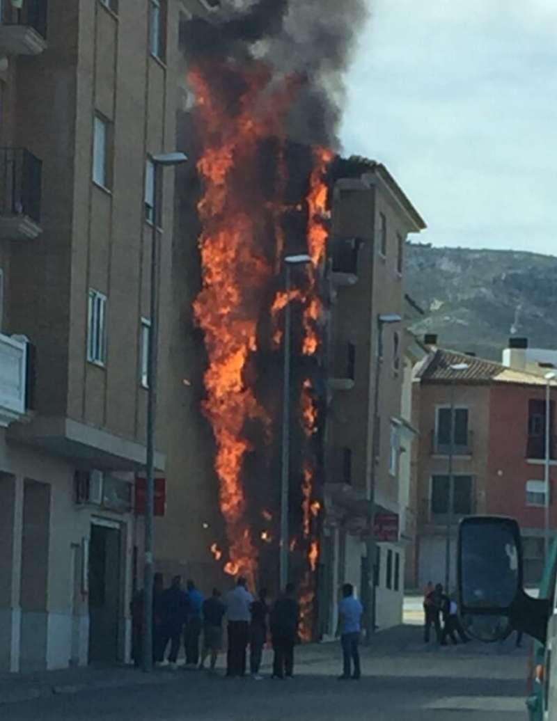 Incendio de la pared del edificio. EPDA