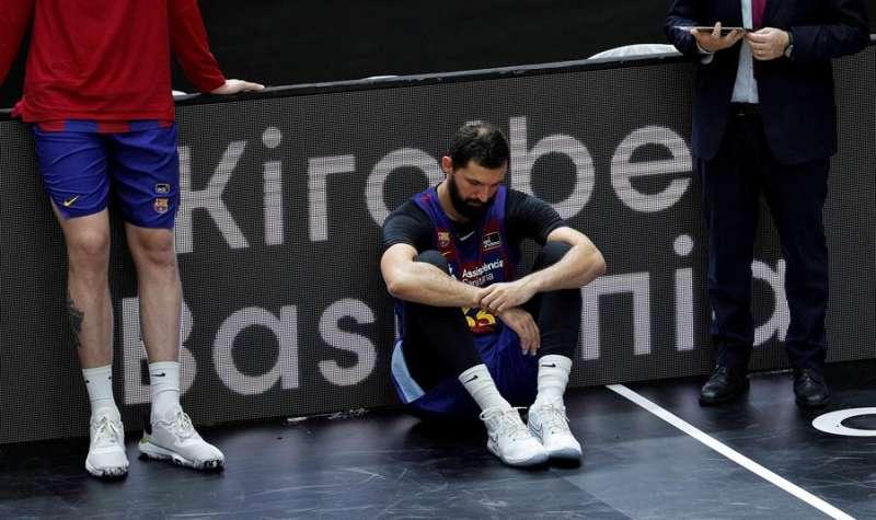 El ala pívot montenegrino del Barça, Nikola Mirotic, tras la final de la Liga Endesa en la que se ha impuesto el Kirolbet Baskonia. EFE/Manuel Bruque