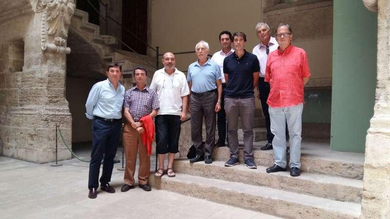 Xavier Rius con los representantes de las seis bandas sinfónicas