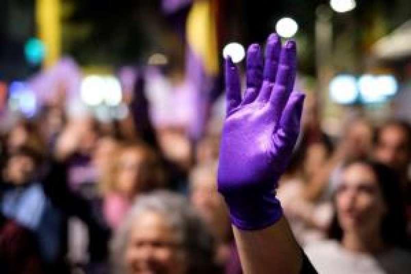 Miles de hombres y mujeres, en una manifestación feminista. EFE