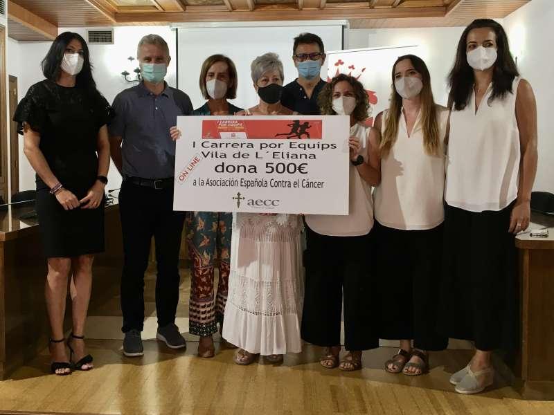 Acto de entrega del premio de la I Carrera Solidaria por equipos Vila de l?Eliana. / EPDA