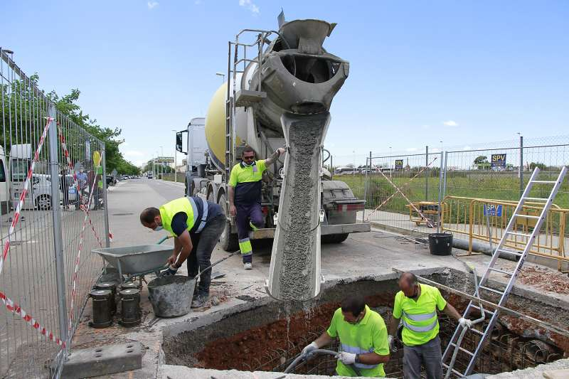 Obras saneamiento calle Tarongers