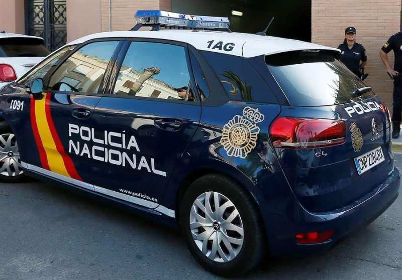Imagen de un coche de la Policía Nacional. EFE