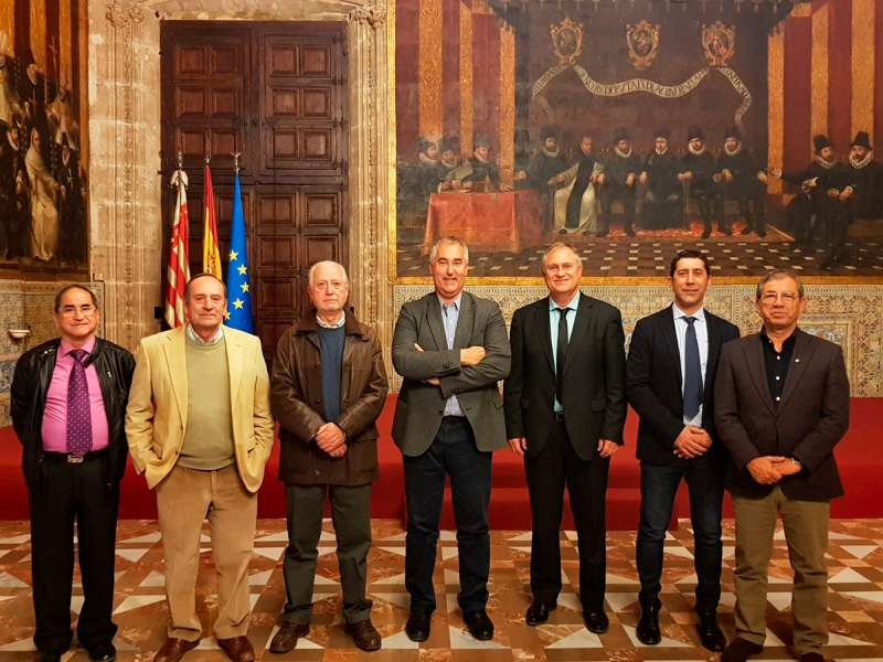 Representantes de Presidencia de la Generalitat Valenciana recibieron al alcalde de Llíria, Manolo Civera, y a los representantes de la Banda Primitiva, la Unión Musical de Llíria y la Banda UDP Llíria-Camp de Túria-Serrans./EPDA